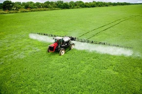 Аграрії забезпечені пестицидами на 71% фото, ілюстрація