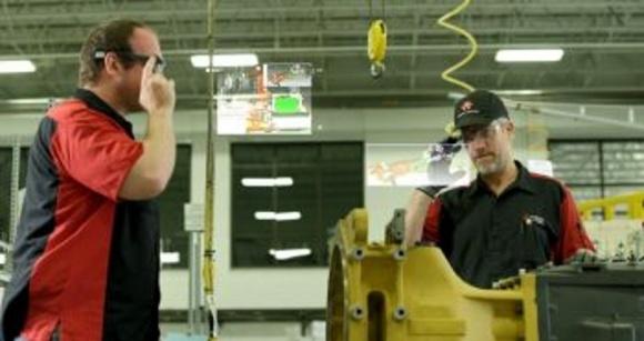 AGCO застосовує при складанні тракторів окуляри віртуальної реальності Glass фото, ілюстрація
