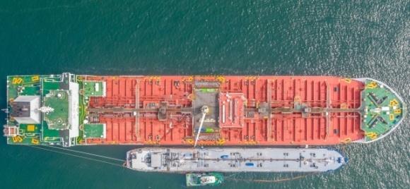 В Украине осуществлена первая дозагрузка танкера подсолнечным маслом в море фото, иллюстрация
