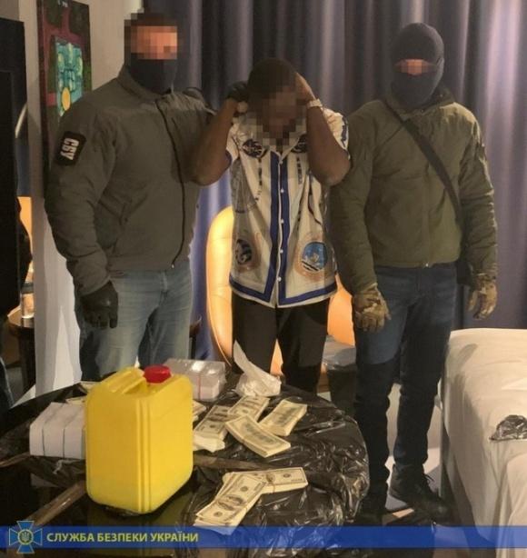 Студент з Африки намагався обдурити двох українських аграріїв на $100 тис. фото, ілюстрація