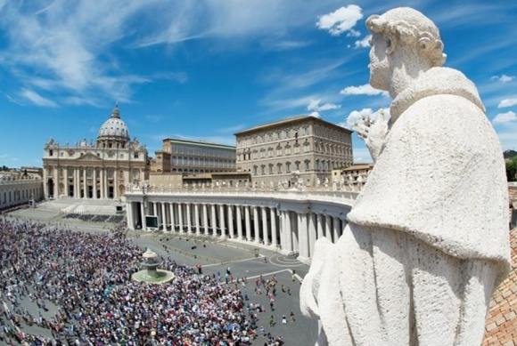 Ватикан не проти ГМО в хлібі для причастя, але забороняє мед і фрукти фото, ілюстрація