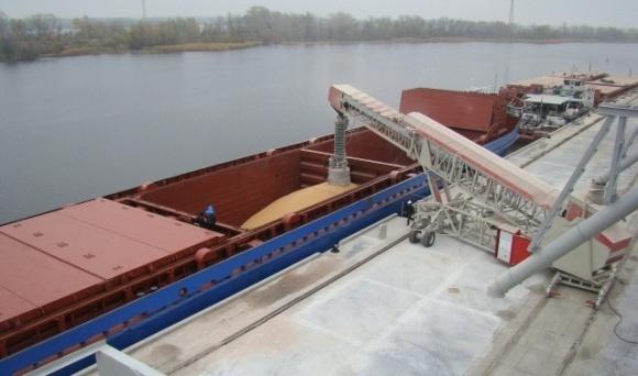 Объемы перевозки зерна по Днепру выросли почти в 2 раза фото, иллюстрация