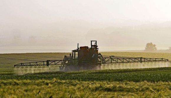Рада поддержала либерализацию условий ввоза пестицидов на территорию Украины фото, иллюстрация
