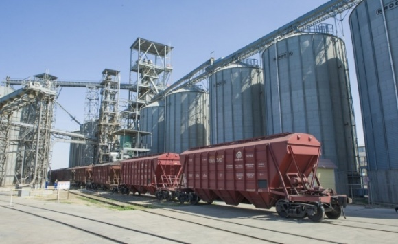Для обеспечения роста урожаев зерновых нужно инвестировать 16 млрд долларов в элеваторные мощности страны, — Укрзализныця фото, иллюстрация