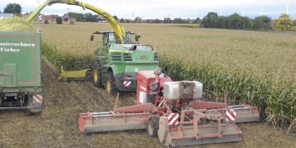 Німці випустили нові подрібнювачі кукурудзиння фото, ілюстрація