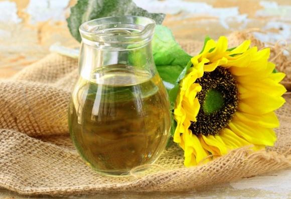 Производство подсолнечного масла в Украине в 2017 году увеличилось на 17% фото, иллюстрация