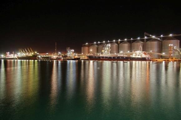 Великий світовий портовий оператор заходить в Україну фото, ілюстрація