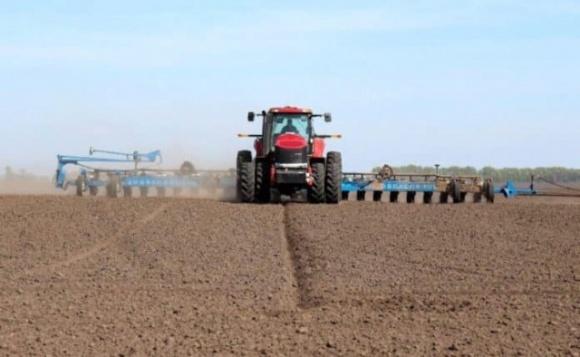 Весняно-польові роботи в Україні йдуть за планом фото, ілюстрація