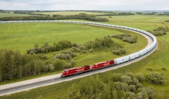 У Канаді відправили найдовший поїзд із зерном — 167 вагонів фото, ілюстрація