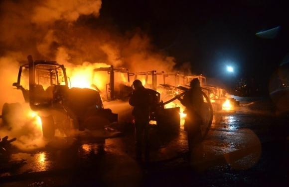 На Полтавщині згоріли 6 тракторів агрофірми холдингу «Астарта-Київ» фото, ілюстрація