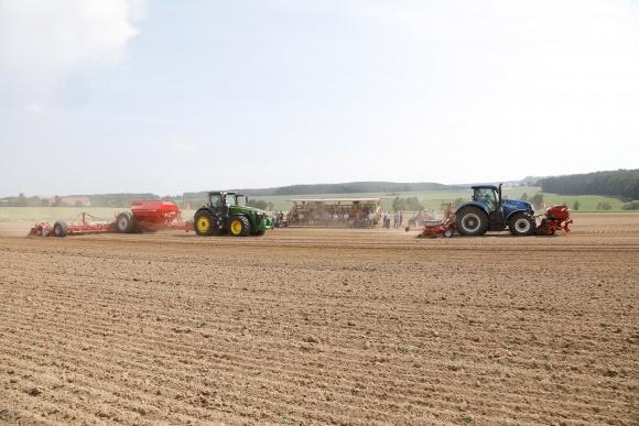Практические дни поля HORSCH 2018 сосредоточили внимание участников на технологиях земледелия фото, иллюстрация