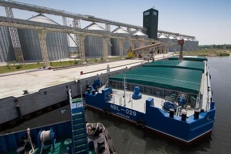 Річкові вантажоперевезення стримують вік суден і необхідність поглиблення Дніпра фото, ілюстрація