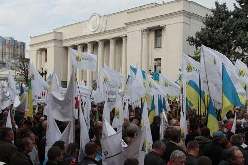 Против продажи земли олигархам: аграрии устроят массовый протест фото, иллюстрация
