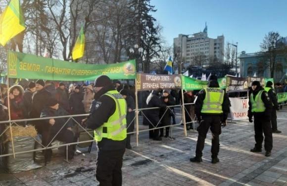 Під Радою та Офісом Президента проходять акції проти ухвалення закону про ринок землі  фото, ілюстрація