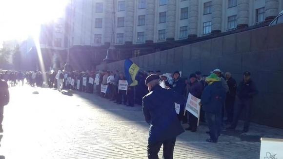 Пасічники вийшли на протест в урядовий квартал фото, ілюстрація
