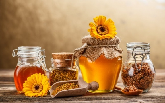 Изготовление цветочной пыльцы и маточного молочка выгоднее, чем меда фото, иллюстрация
