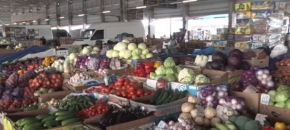 100 гривен за молодой картофель: на рынках Украины появились ранние овощи фото, иллюстрация