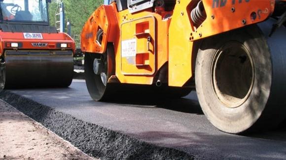 По новым законам, большинство дорог должны мостить местные власти фото, иллюстрация