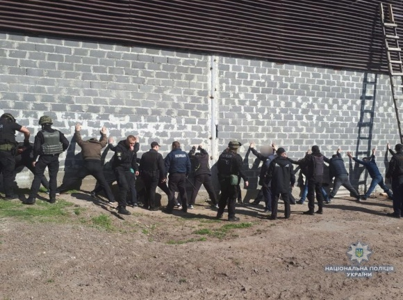 Рейдеры пытались захватить агропредприятие в Черкасской области фото, иллюстрация
