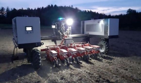 Сразу 2 рекорда — робот сеял более 24 часов без остановки фото, иллюстрация