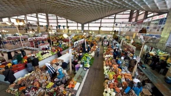 Ранні овочі заполонили ринки: яка вартість свіжої городини фото, ілюстрація