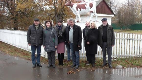 Французы посетили Черкасские молочные фермы фото, иллюстрация