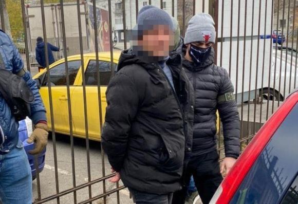 Поймали чиновника филиала Укрзализныци, который требовал взятку в 100 тыс. гривен от садового общества фото, иллюстрация