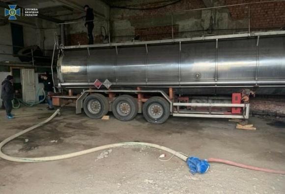 «Спирт выпили мыши!», — на Прикарпатье чиновники воровали спирт цистернами фото, иллюстрация