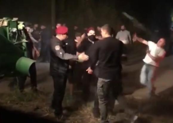 В Винницкой области полицейские прекратили разворачивание конфликта между двумя агрофирмами во время уборки урожая фото, иллюстрация