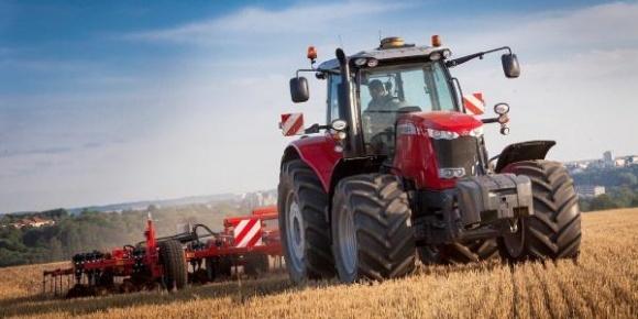 Создано приложение, которое делает трактор автономным фото, иллюстрация