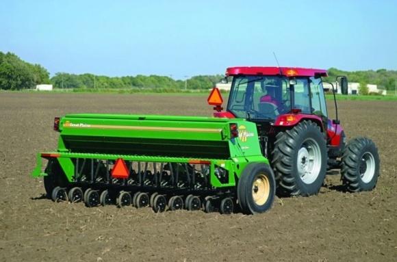 Трактори та сівалки домінуватимуть на ринку сільгосптехніки фото, ілюстрація