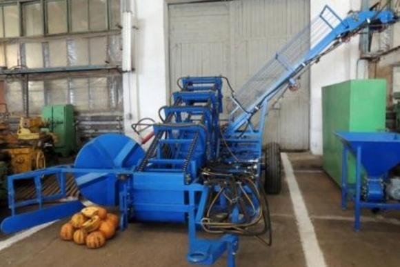 Каховский завод производит оборудование для сбора и переработки нишевых культур фото, иллюстрация