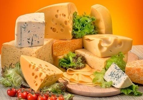 На Львовщине бывший футболист занялся производством сыров фото, иллюстрация