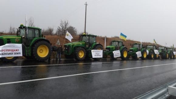 Аграрії перекрили дороги у 13 областях через земельну реформу, погоджувальна рада ВР їх проігнорувала фото, ілюстрація