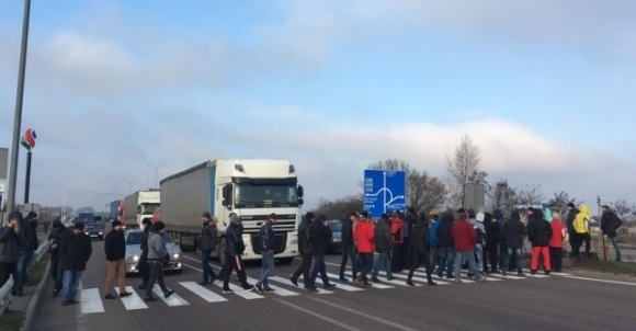 На знак протесту аграрії масово вийшли на дороги фото, ілюстрація
