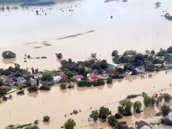 Сильные ливни привели к подтоплению сельхозугодий в Ивано-Франковской области фото, иллюстрация
