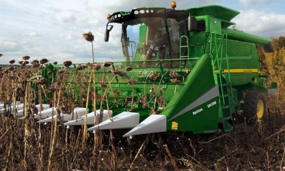Началась уборка подсолнечника: урожайность уже выше предыдущих пяти лет фото, иллюстрация