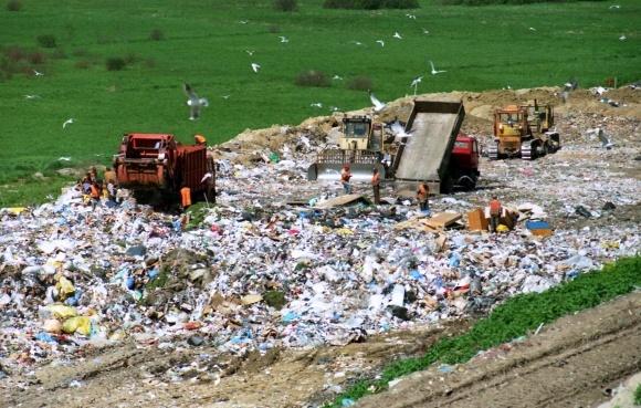 Смотреть свалки и загрязнения можна он-лайн - Минэкологии фото, иллюстрация
