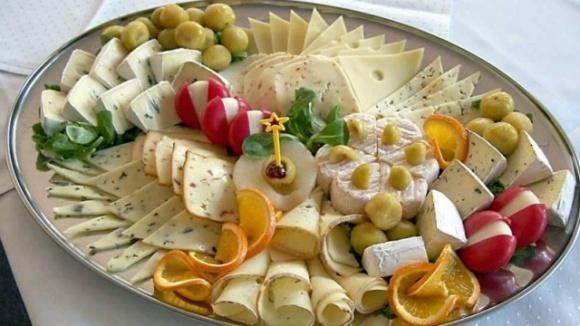 У скільки українцям обійдеться сирна тарілка до новорічного столу фото, ілюстрація