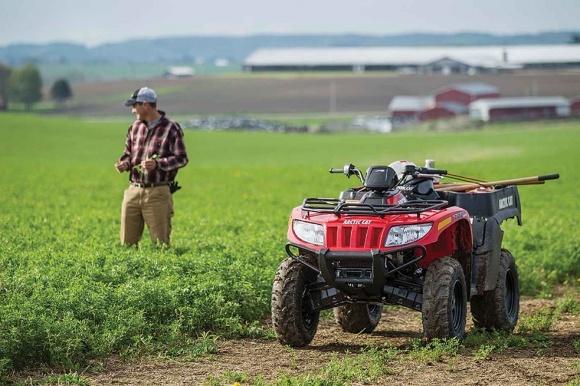 Агролайфхаки: для качественного отбора почв нужны квадроцикл, прутья и бинокль фото, иллюстрация