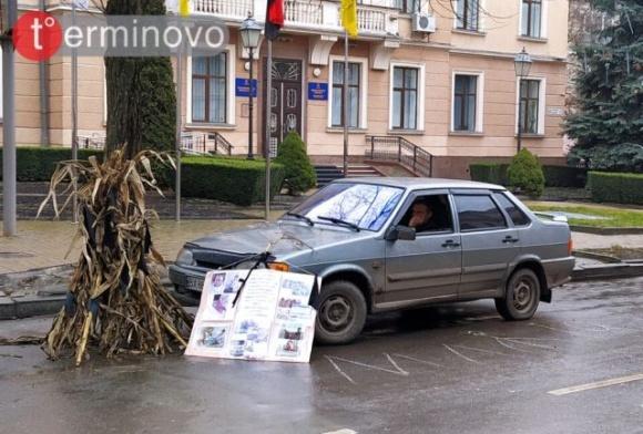 Новорічна ніч в авто під прокуратурою: фермер із Хмельниччини зробив «подарунок» правоохоронцям  фото, ілюстрація