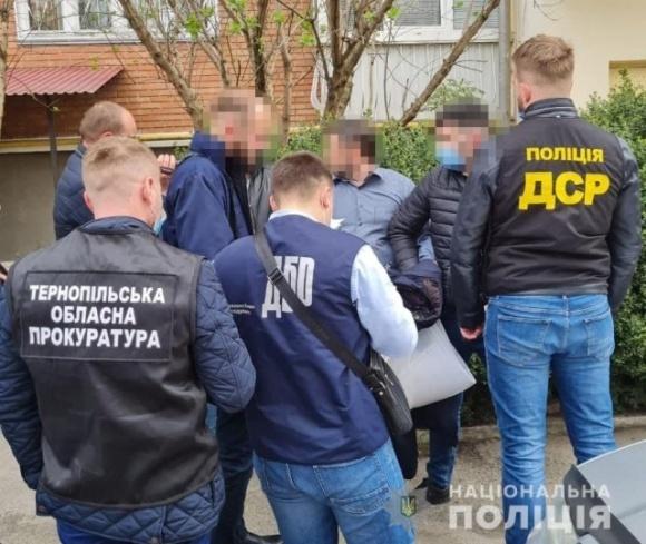 На Тернопольщине полиция задержала на взятке начальника отдела облуправления Госпродпотребслужбы  фото, иллюстрация