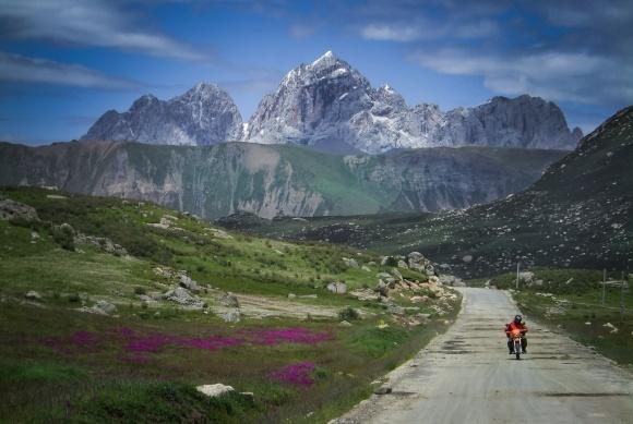 Китайцы нагонят над Тибетом искусственные тучи фото, иллюстрация