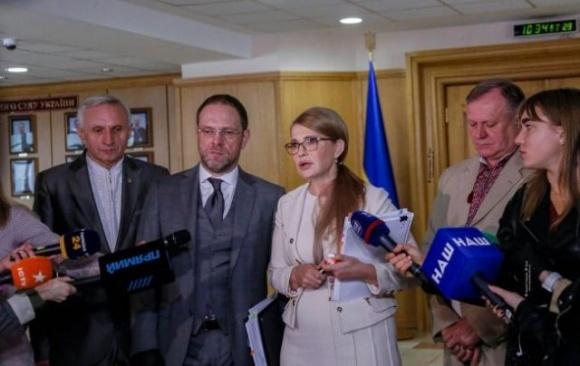 Власть сознательно срывает рассмотрение в Конституционном суде закона о рынке земли, — Тимошенко фото, иллюстрация