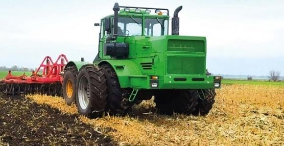 Порятунок від коронавірусу – трактори, — Лукашенко фото, ілюстрація