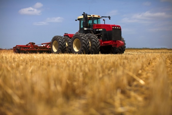 Фермери віддають перевагу тракторам потужністю 40-100 кВт фото, ілюстрація