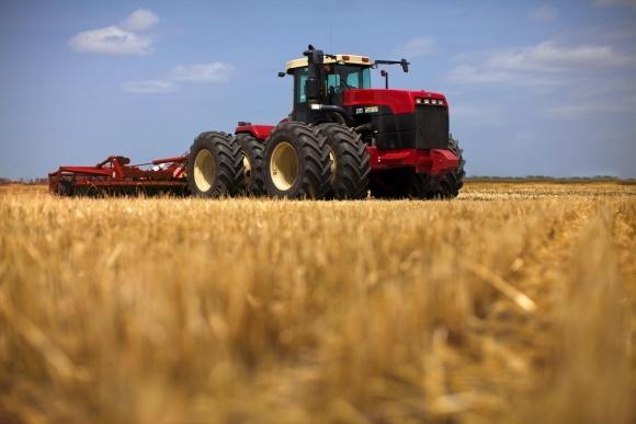 Фермеры предпочитают трактора мощностью 40-100 кВт фото, иллюстрация