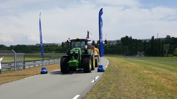 У Франції пройшов чемпіонат Європи серед трактористів фото, ілюстрація