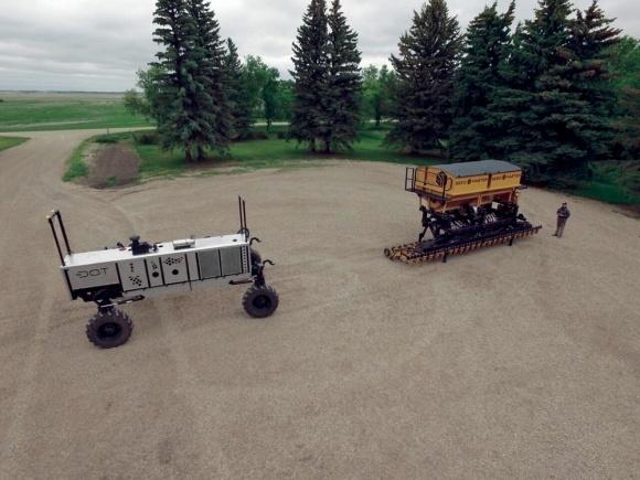 Платформа DOT может позволить обработку поля без трактора фото, иллюстрация