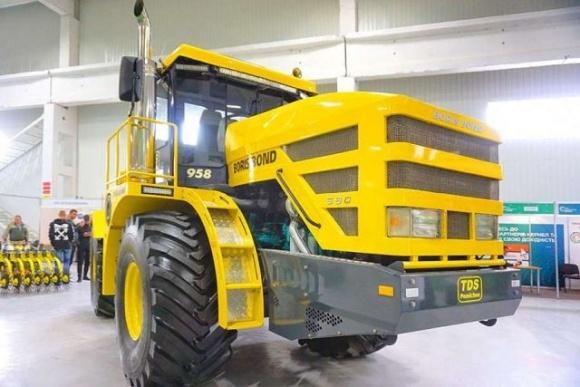 В Украине презентовали мощный трактор фото, иллюстрация